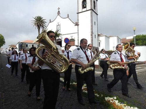 Santa Maria marching band in front of the island cathedral